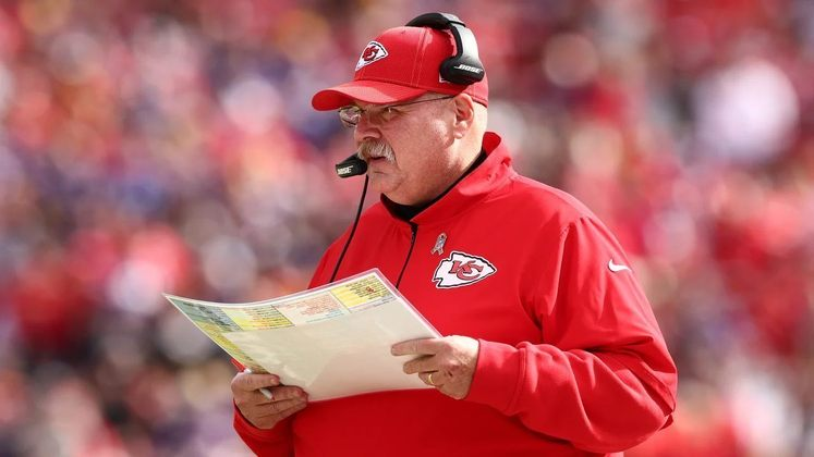 Andy Reid (Kansas City Chiefs): Kansas City teve a melhor campanha da NFL na temporada regular, e o head coach veterano é um dos principais responsáveis pela regularidade da franquia na última década. Reid também é visto como o principal responsável pelo desenvolvimento de Patrick Mahomes.