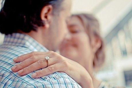 Noiva exigiu um anel mais caro