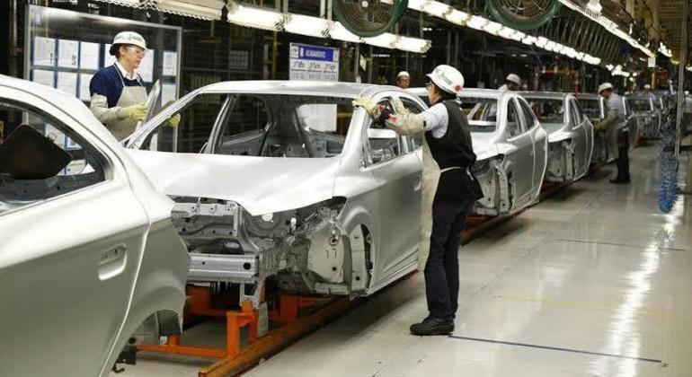 Produção de 2.014.055 autoveículos no ano passado encolheu 31,6%