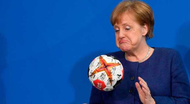A chanceler alemã decidiu bancar a volta do futebol. Em meio à pandemia