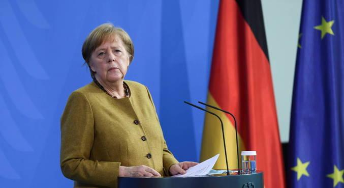 Merkel recebe primeira dose da vacina de Oxford