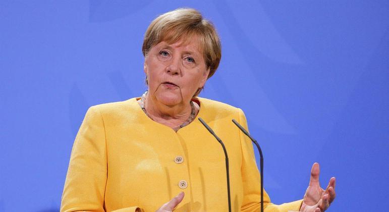 Angela Merkel pretende negociar com o talibã para a retirada de trabalhadores do Afeganistão