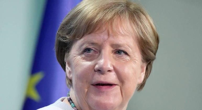 Merkel poderá continuar à frente do Executivo durante semanas ou meses, de forma interina