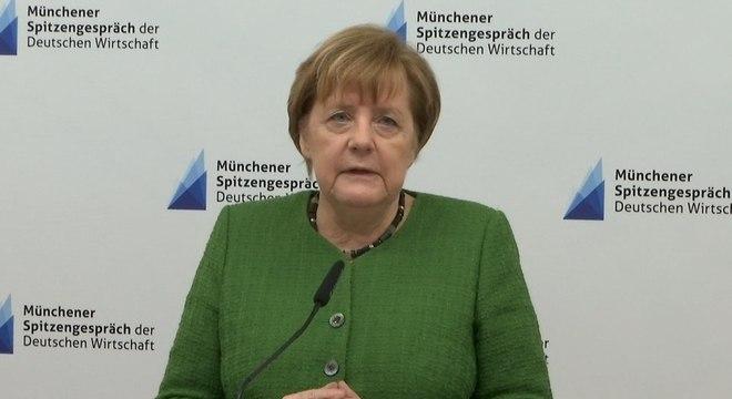 A chanceler alemã Angela Merkel apresentou fortes tremores em duas aparições