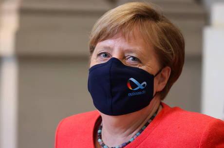 Merkel volta a defender uso da máscara para conter covid-19 - Notícias - R7 Internacional