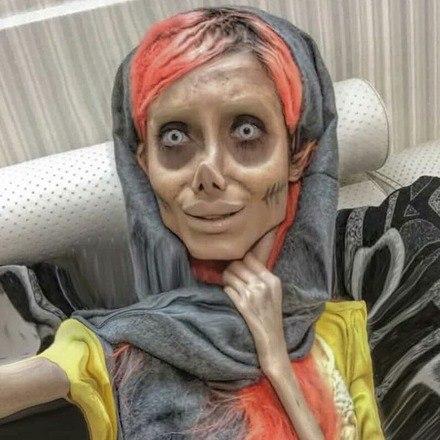 Mais tarde, Sahar contou que utilizava maquiagem e efeitos visuais para completar seu visual sombrioVeja aqui:FBI oferece recompensa para quem desvendar mistério de foto macabra