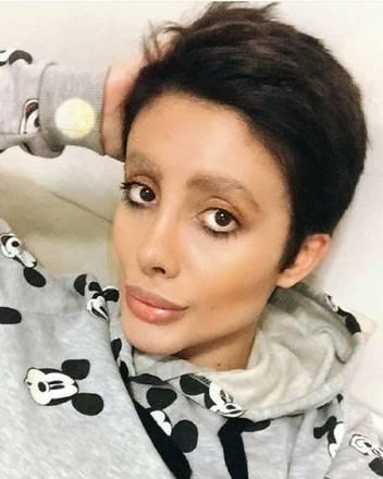 No ano passado, ela revelou seu verdadeiro rosto para seus seguidores
