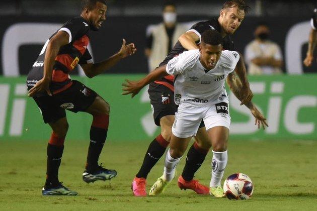 Ângelo - Atacante - Santos - 16 anos - Apontado como a próxima joia do Peixe, Ângelo já é monitorado por Liverpool e Real Madrid. A multa rescisória do atleta é avaliada em 60 milhões de euros (R$ 405 milhões)