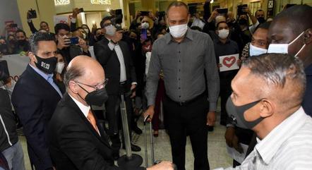 Missionários expulsos de Angola foram recebidos pelo Bispo Edir Macedo