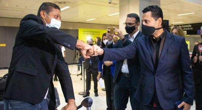 Chegada a São Paulo de missionários deportados de Angola