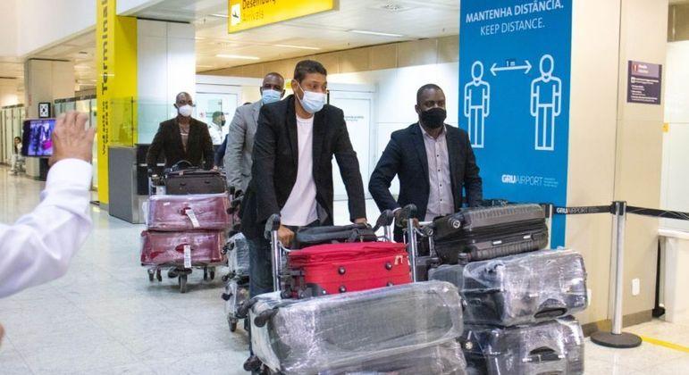 Pastores da Universal, deportados de Angola, chegaram ao Brasil na semana passada