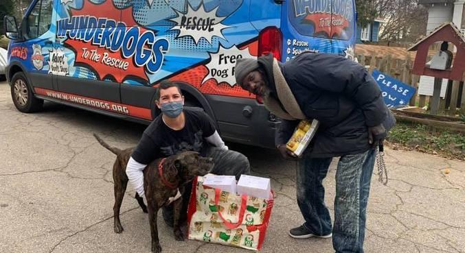 Keith salvou 10 gatos e 6 cachorros de incêndio