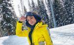 Anitta também sempre mostra que adora esquiar na neve. Em Aspen, a cantora escolheu um modelito amarelo bem no estilo Kill Bill para praticar o esporte
