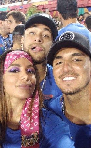 Anitta, Neymar e Medina no camarote