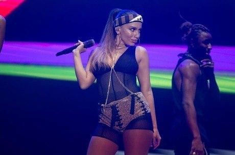 Anitta revela que teve mala extraviada: 'Estou com ódio'