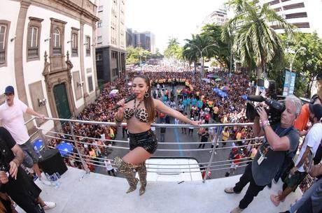 Anitta promete arrastar uma multidão