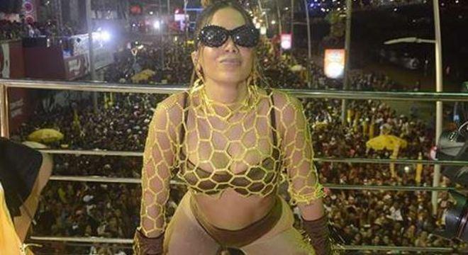 Anitta anima foliões em São Paulo