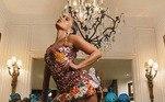 Anitta, que concorre a uma série de estatuetas, elegeu um belíssimo Dolce Gabanna para a noite de festa