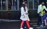 Anitta teve ajuda do staff do aeroporto para levar suas malas
