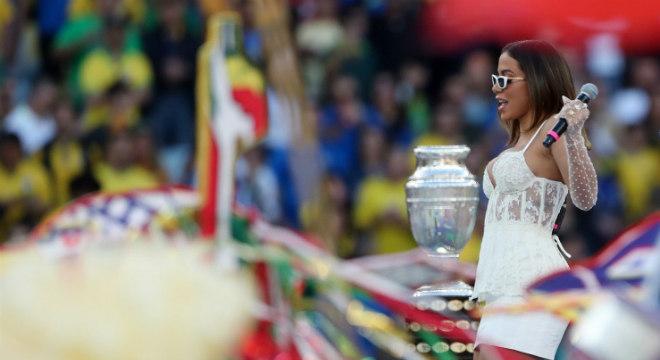 Anitta embalou o público no Rio ainda que com sucessos em espanhol