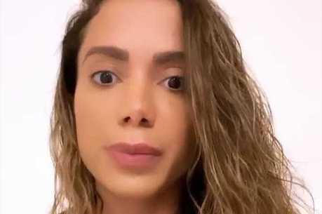 Anitta fez as revelações no Instagram