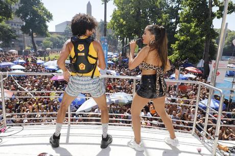 Anitta convidou grupo para subir no trio