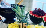 Dentro do Iate, muitas frutas para os passageiros, que aproveitaram bastante o dia de sol