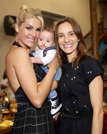 Isabel levou o filho, o pequeno Francisco