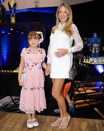 Ticiane Pinheiro, parceira de Ana no Hoje em Dia, da Record TV, foi acompanhada da filha Rafaella Justus
