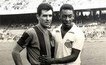 Um dos grande clubes do mundo, o Barcelona colocou em suas redes sociais: 'Hoje é o 80º aniversário de uma lenda do futebol mundial. Parabéns, Pelé'