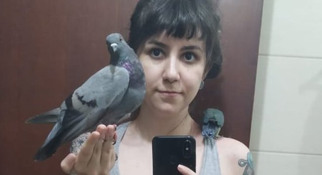 'Fui xingada, chamada de porca. Fiquei assustada com essa reação', diz Anna Carolina, sobre os comentários em seu post sobre o pombo que resgatou