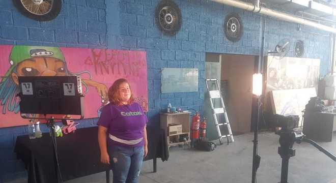Anne durante gravação para o programa