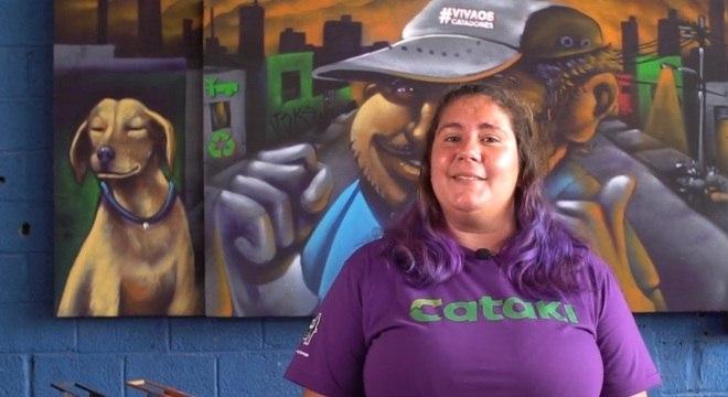 A catadora Anne Caroline é uma das apresentadoras do Cataflix