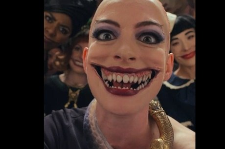 Anne Hathaway é a bruxa principal do filme