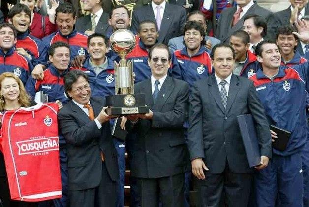 Ano de Zebra! Em 2004, foi a vez de uma equipe peruana vencer a competição. O Cienciano derrotou o Boca Juniors, nos pênaltis, por 4 a 2, em jogo único, em Fort Lauderdale, nos Estados Unidos.