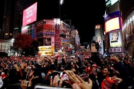 Tóquio recebe turistas e estudantes de todo mundo