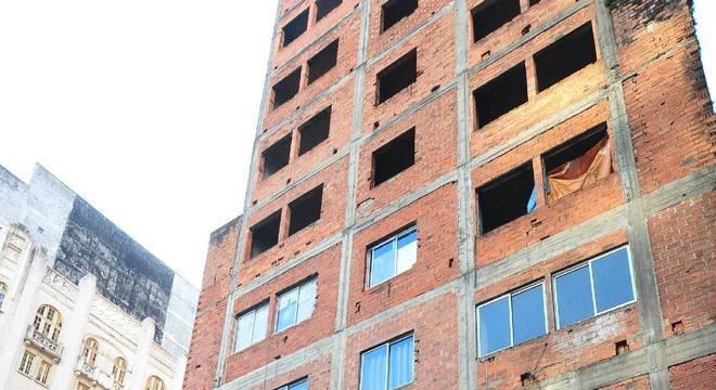 Anos de negociações na Justiça não resultaram em ações efetivas para edifício sob risco Crédito: André Ávila / CP Memória