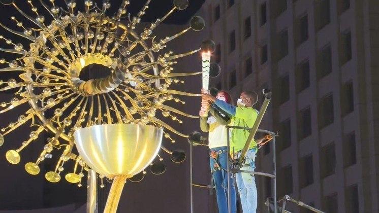 Antes da cerimônia de abertura da Olimpíada de Tóquio, a Prefeitura do Rio de Janeiro reacendeu a pira olímpica da Rio 2016. A pira olímpica ficará acesa durante os Jogos Olímpicos de Tóquio. A chama se apagou, mas a prefeitura reacendeu duas horas depois.