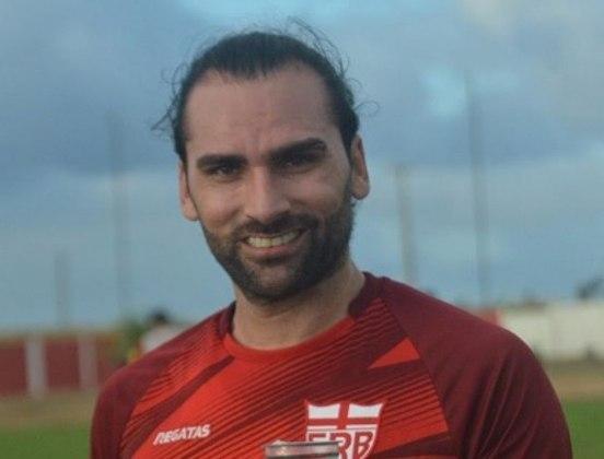 Antes de ser negociado com o Coritiba, Léo Gamalho disputou a Série B de 2020 com a camisa do CSA e marcou 8 gols na competição.
