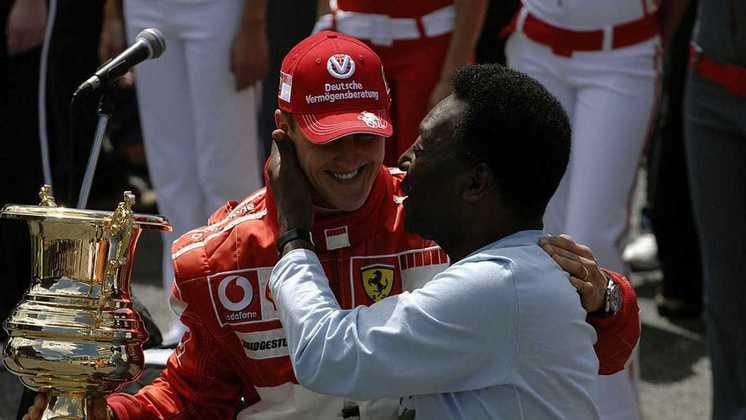 Antes do GP do Brasil de 2006, Pelé entregou um troféu a Michael Schumacher, que estava se aposentando da Fórmula 1 na ocasião