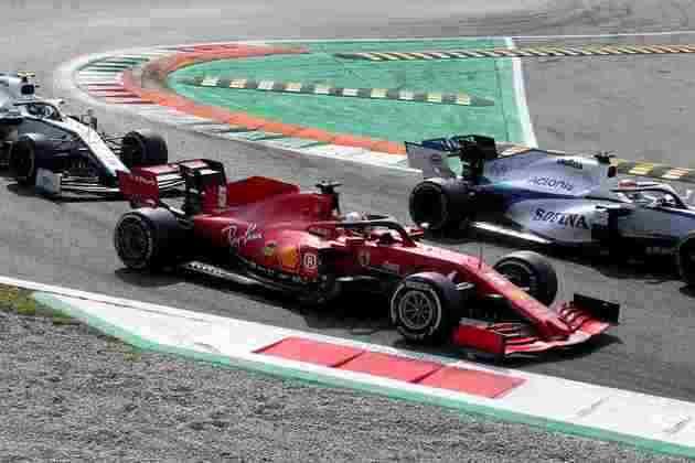Antes do problema no freio, Vettel estava disputava posições com a Williams na corrida