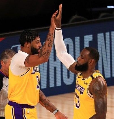 Anthony Davis e LeBron James (Los Angeles Lakers) comandaram a vitória sobre o Los Angeles Clippers por 103 a 101. Enquanto Davis foi o cestinha do embate, com 34 pontos, James ficou próximo de um triplo-duplo, fez a cesta da vitória e realizou grande defesa em cima de Kawhi Leonard (Los Angeles Clippers) nos últimos instantes