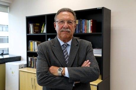 Luiz Antonio Bonat é o juiz mais antigo da 4ª Região