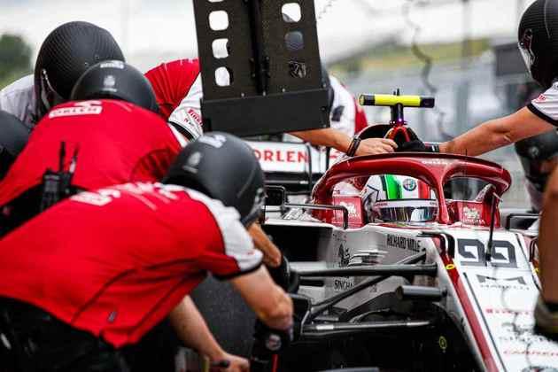 Antonio Giovinazzi abre a última fila do grid, em 19º