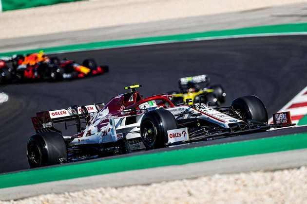 Antonio Giovinazzi foi novamente superado pelo companheiro de equipe e larga em 17º