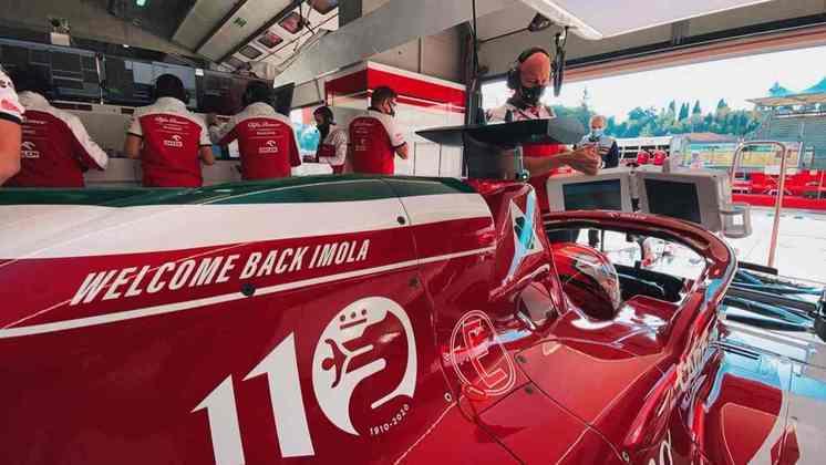 Antonio Giovinazzi mais uma vez larga na última posição do grid