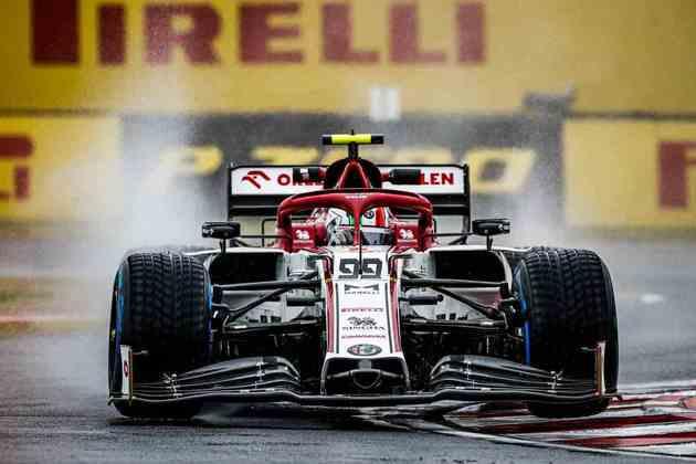 Antonio Giovinazzi na pista molhada de Hungaroring