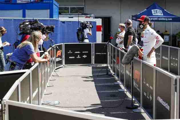 Antonio Giovinazzi sai apenas uma posição à frente de Kimi Räikkönen, em 18º