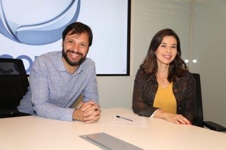 Antonio Guerreiro, vice-presidente de jornalismo da Record TV, e Natalia Teodoro