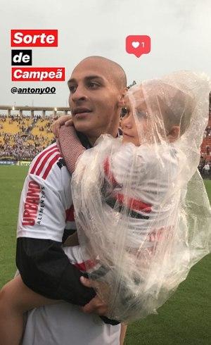 Antony e Larissa celebraram juntos